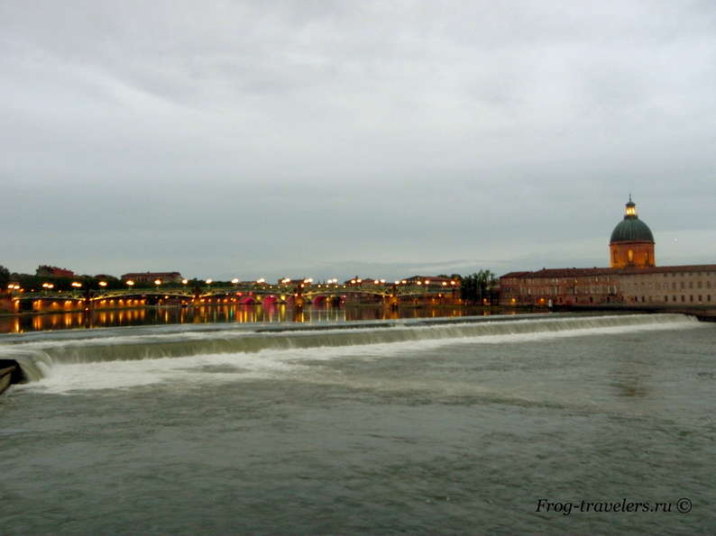 Базакль на реке Гаронна в Тулузе