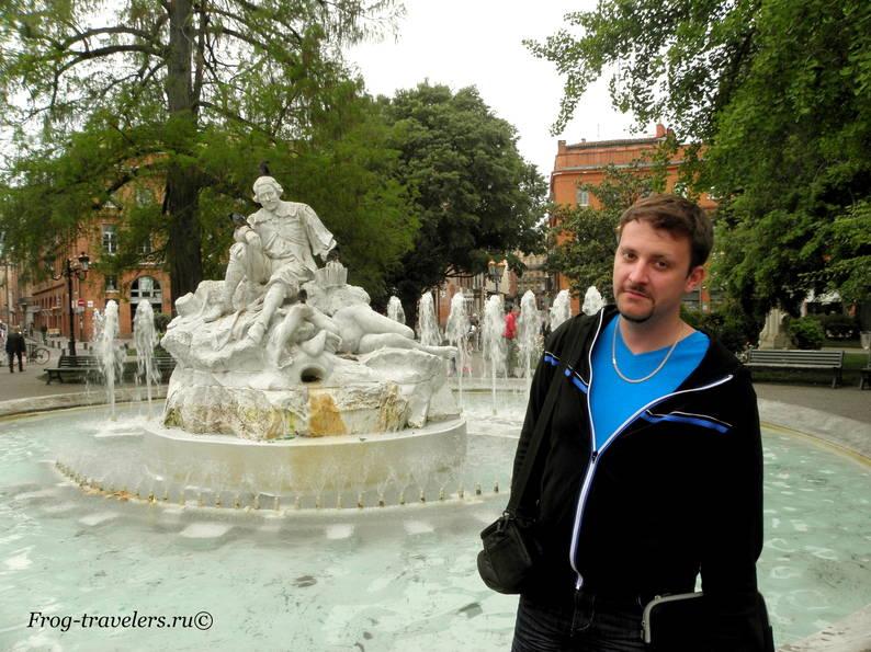 Костя Саморосенко у фонтана в Тулузе