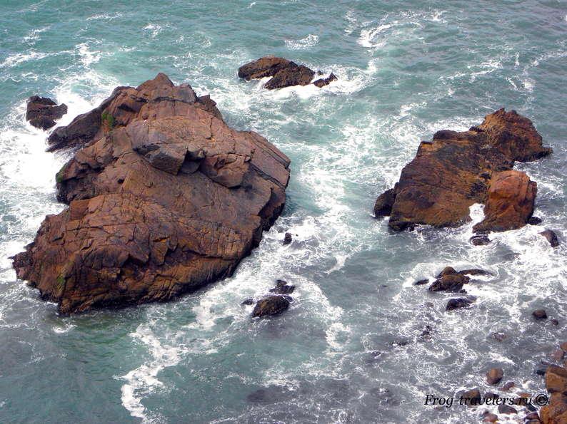 Скалы Атлантический океан