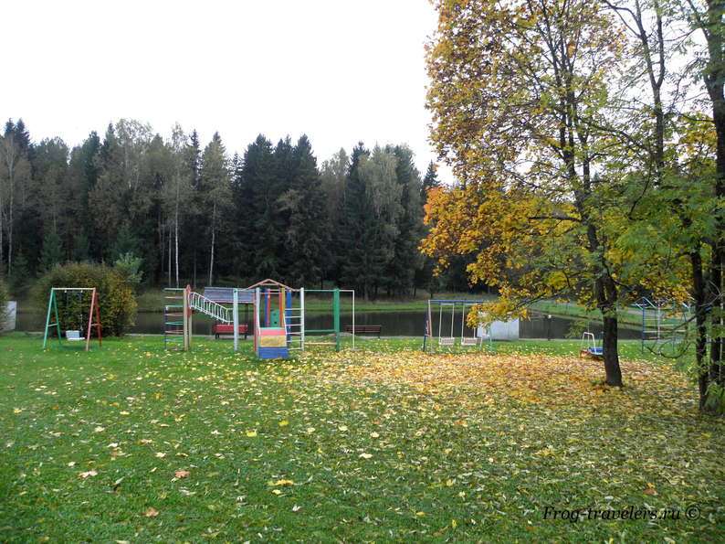 Территория, детские площадки, пруд