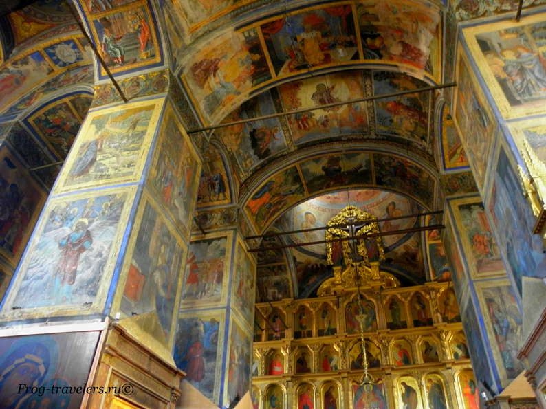 Успенский собор Тихвинского монастыря внутри фото