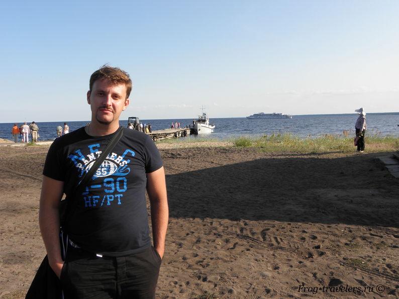 Причал и паром на остров Коневец в Коневский монастырь