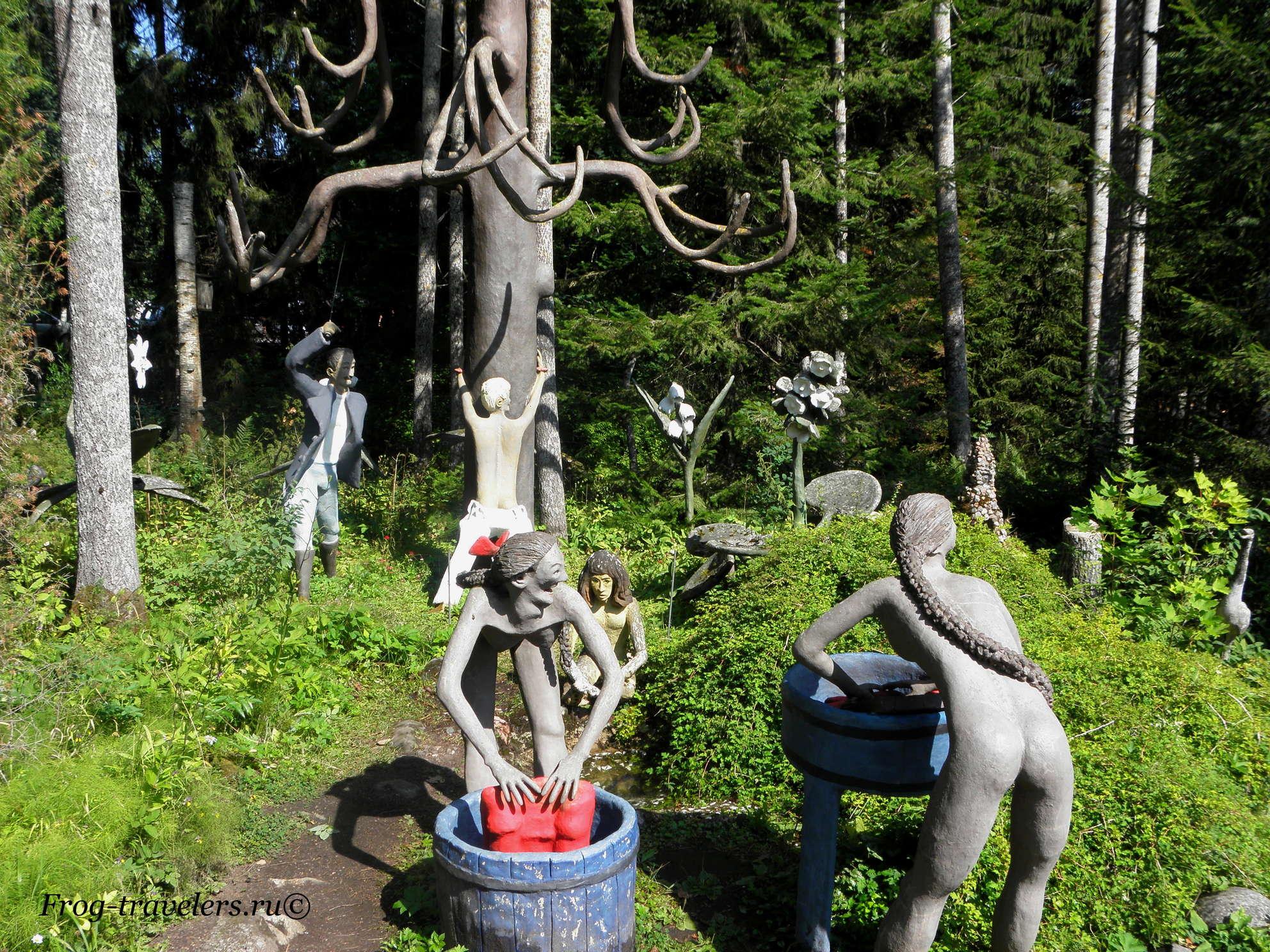 """Финляндия. Вейо Рёнкёнен. Парк скульптур """"Мистический лес"""". Фигуры возле Париккала"""