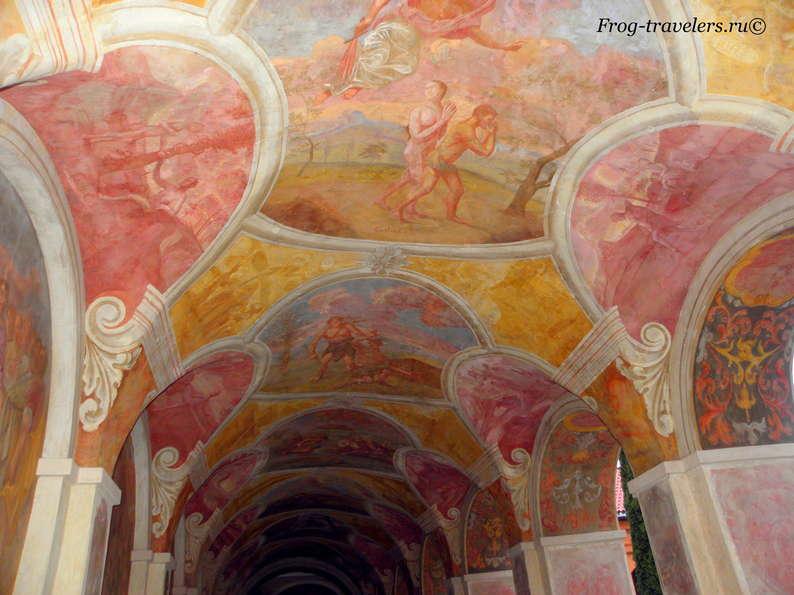 Польша. Монастырь иезуитов, костел и орган в Святых Липках (Sanktuarium Maryjne w Święta Lipka)