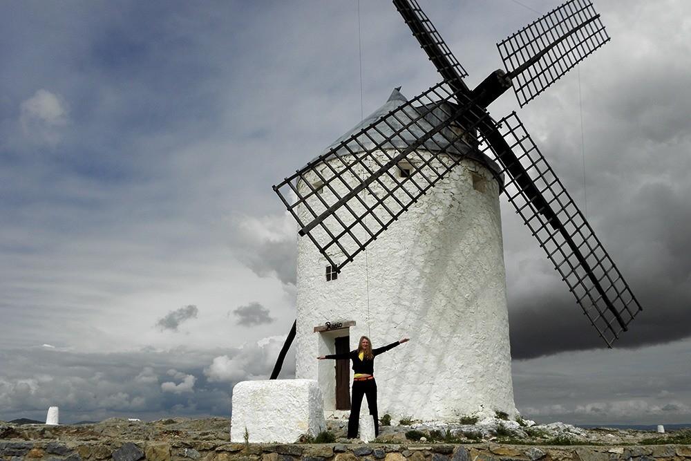 Дульсинея соблазняет Дон Кихота у мельницы