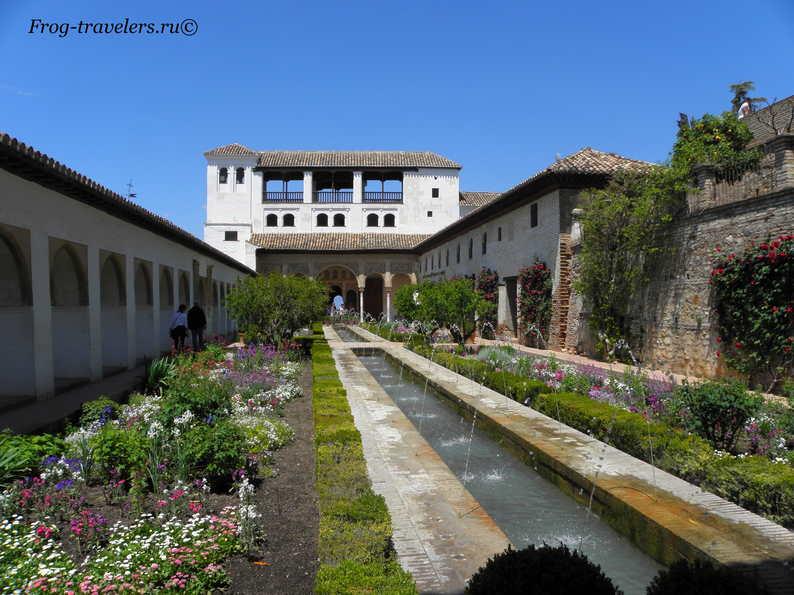 Сады Хенералифе в Альгамбре Испания