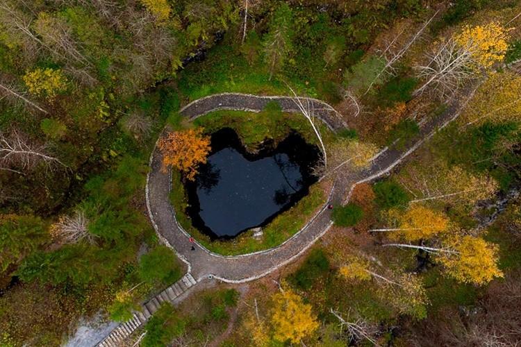 Провал в Рускеале осенью