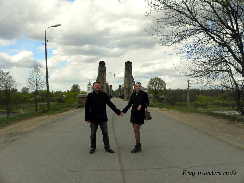 Марина и Костя Саморосенко изучают достопримечательности города Острова Псковской области