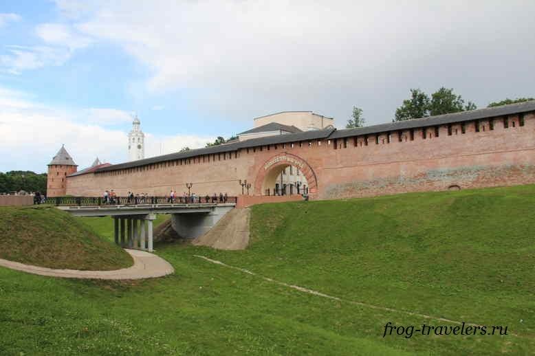 Крепостные стены Новгородского Кремля