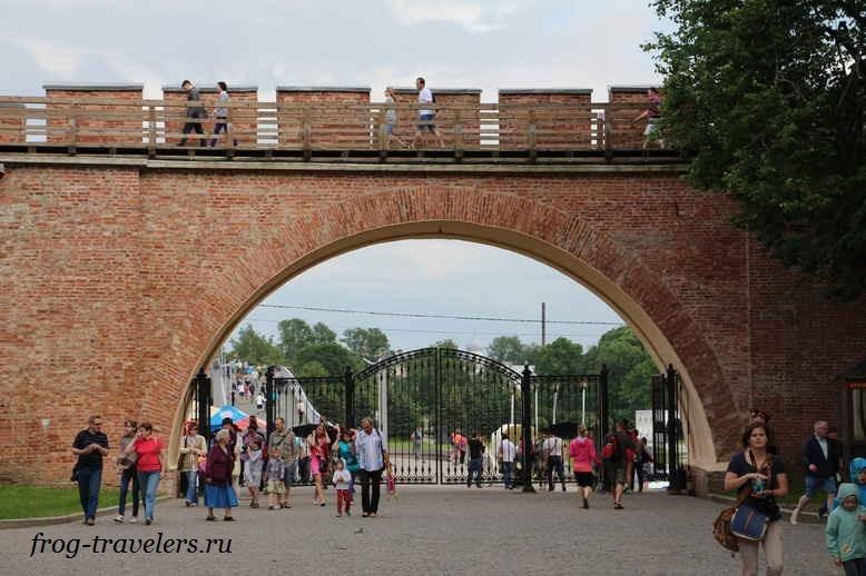 Крепостная стена кремля Великого Новгорода: цены на прогулку