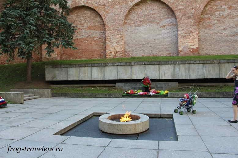 Огонь вечной славы в Новгородском Кремле
