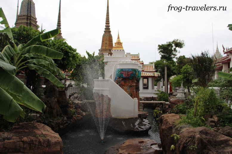 Фонтан в храме Ват По