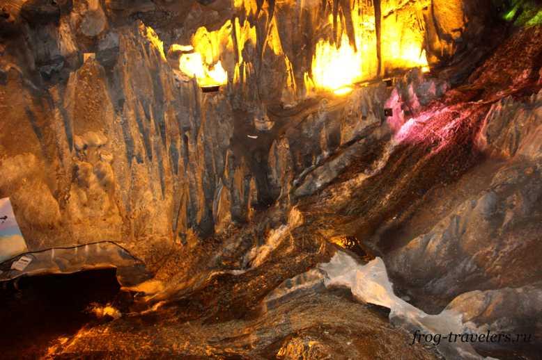 Пещерный водопад