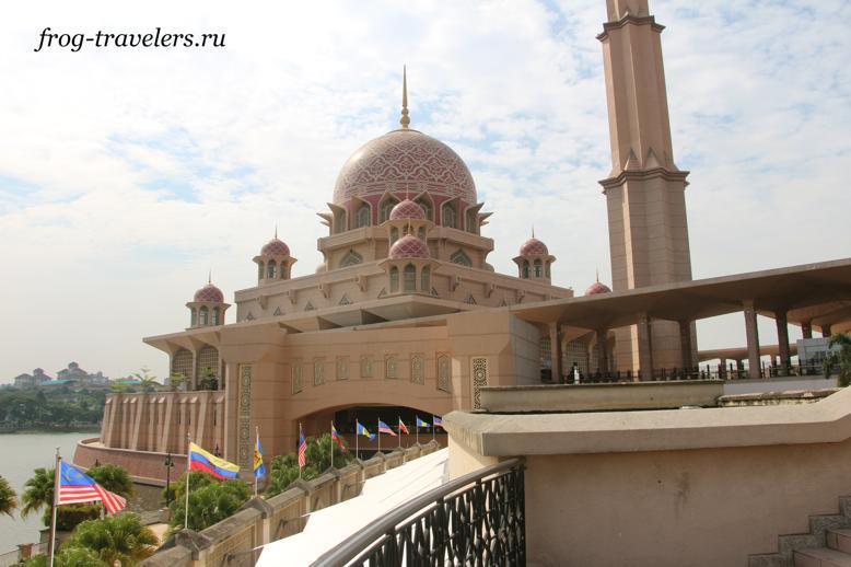 Розовая мечеть