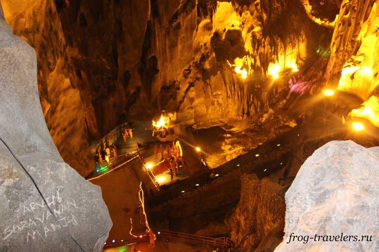 Пещерный храм Бату
