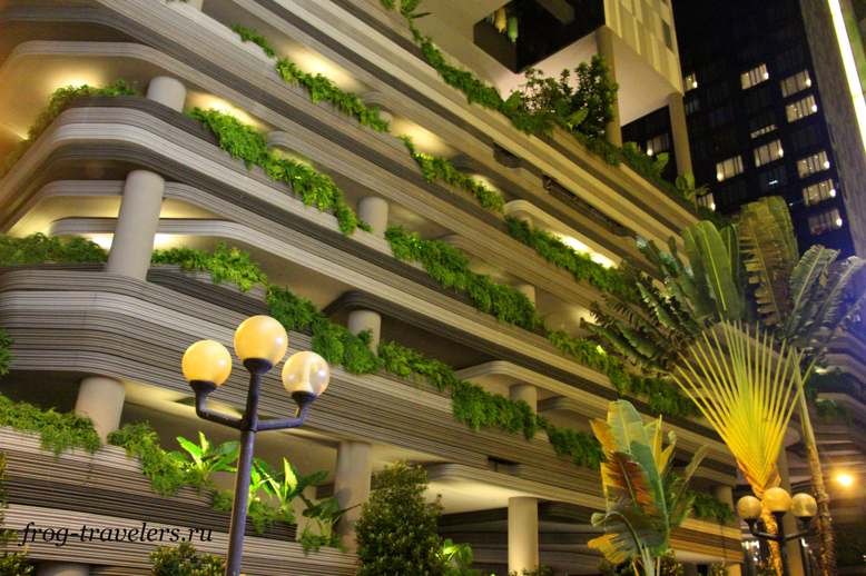 Висячие сады отеля Parkroyal on Pickering Сингапур