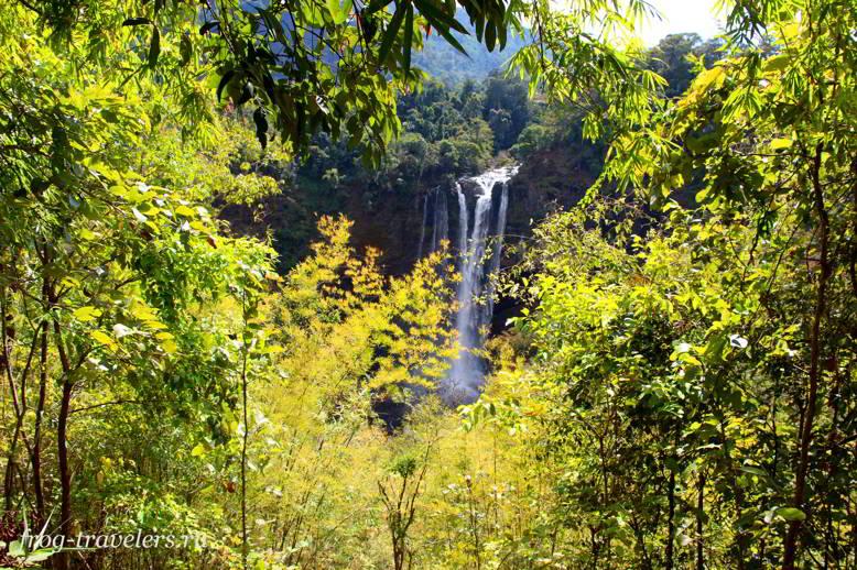 Водопад Tad Nam Tok Katamtok Waterfall на плато Болавен, Лаос