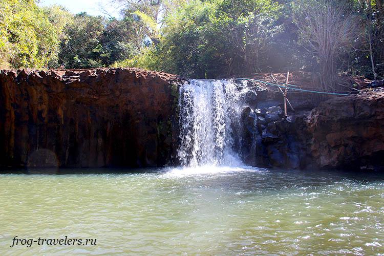 Водопад Tad Mak Ngave Waterfall