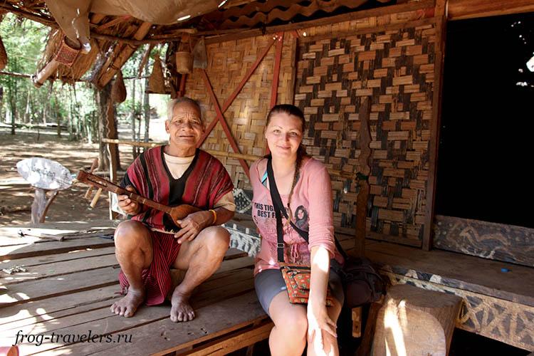 Марина Саморосенко в лаосской деревне