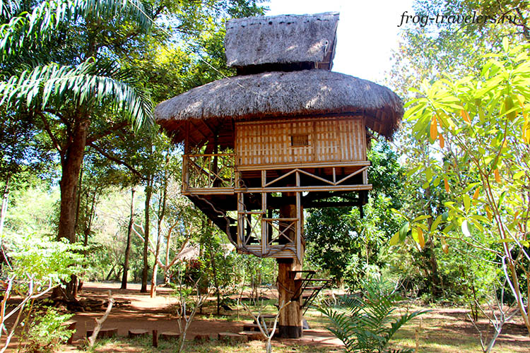 Шалаш в джунглях Лаоса
