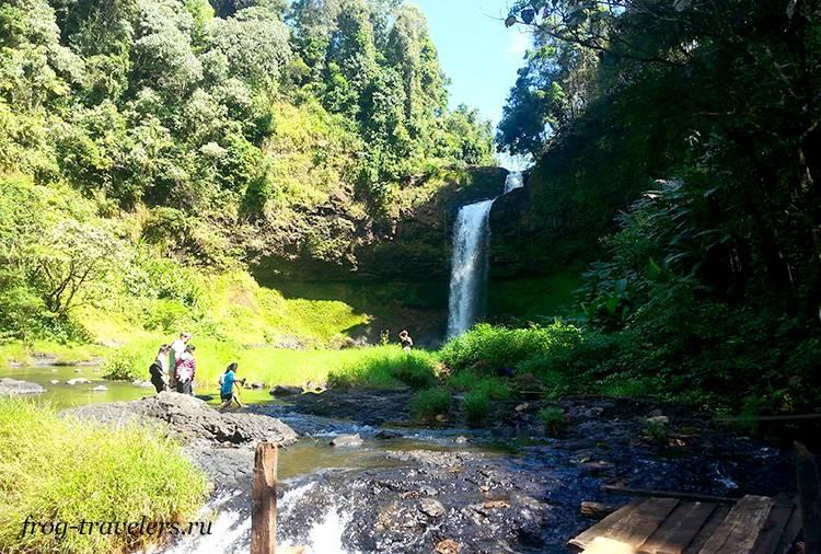 Водопад Tad E-Tu на плато Болавен в Лаосе