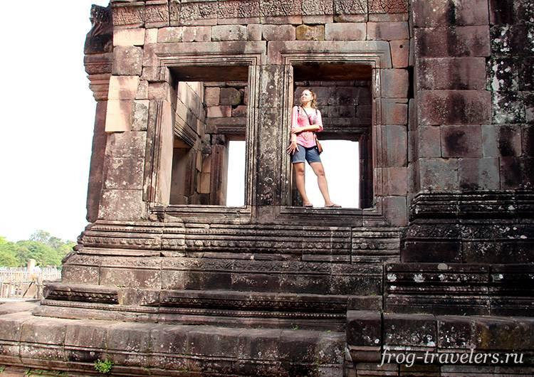 Марина Саморосенко в кхмерских руинах