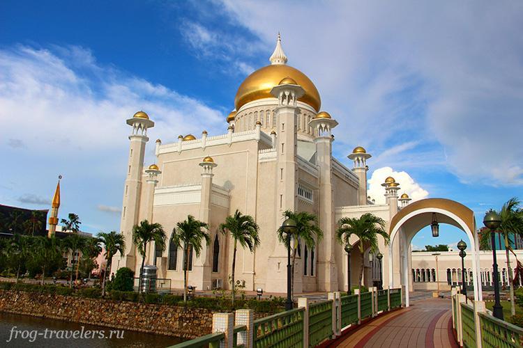 Мечеть султана Омара Али Сайфуддина Бруней фото