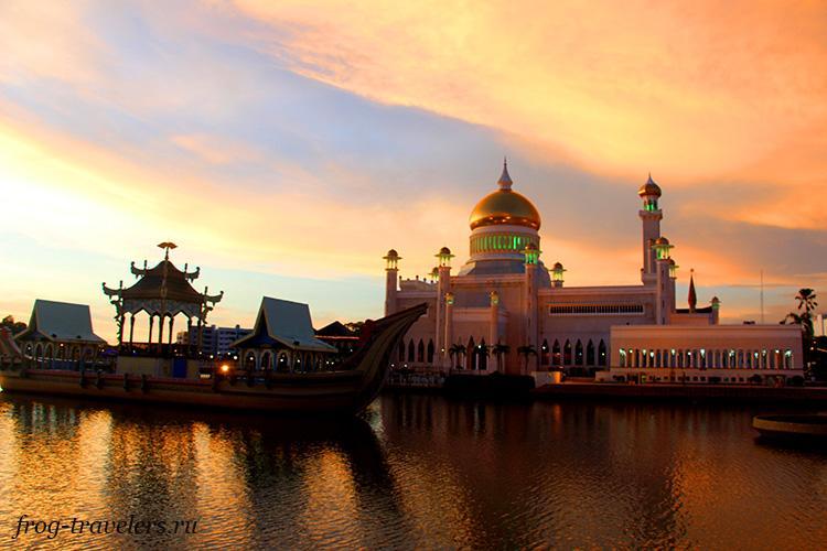 Мечеть султана Омара Али Сайфуддина фото