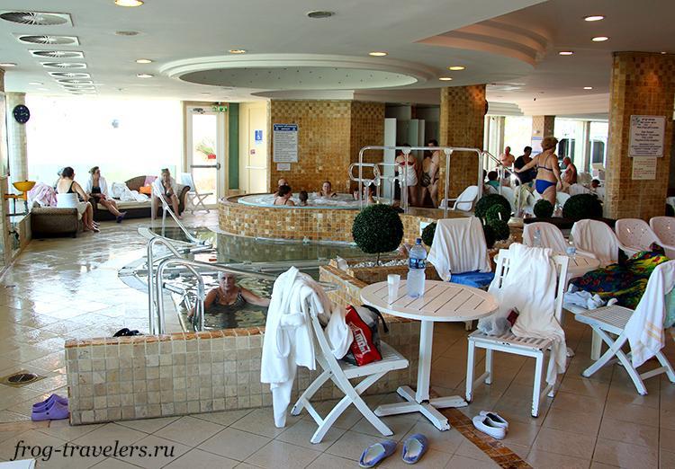 Джакузи и бассейн с сероводородной водой