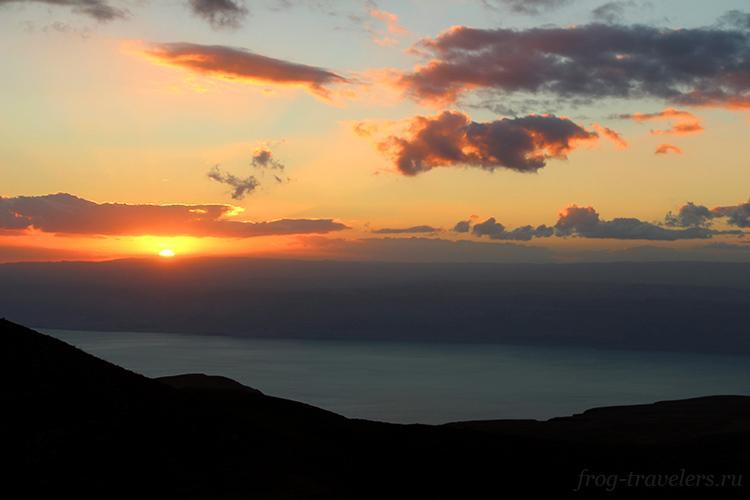 Закат у горы Муковир