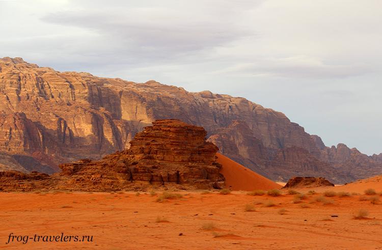 Красивая дюна в пустыне