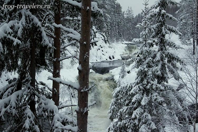 Вид на водопад зимой