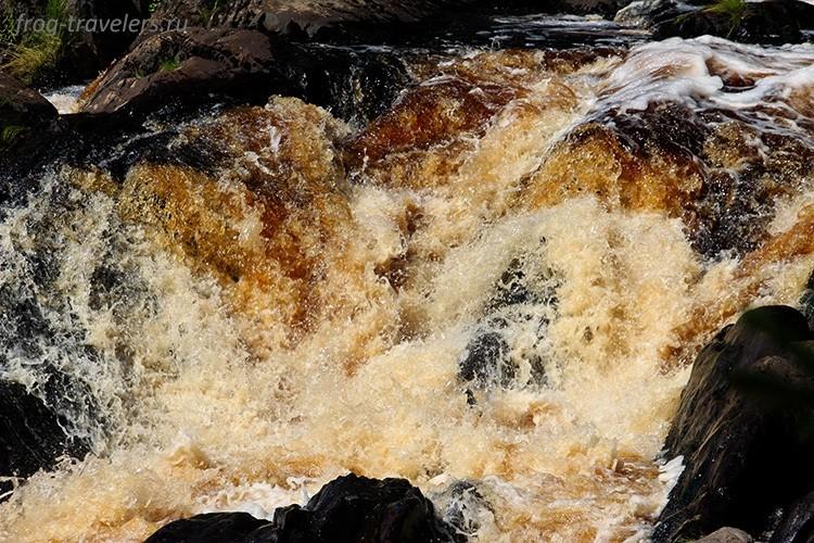 Рускеальские водопады и экотропа Ахинкоски на реке Тохмайоки в Карелии