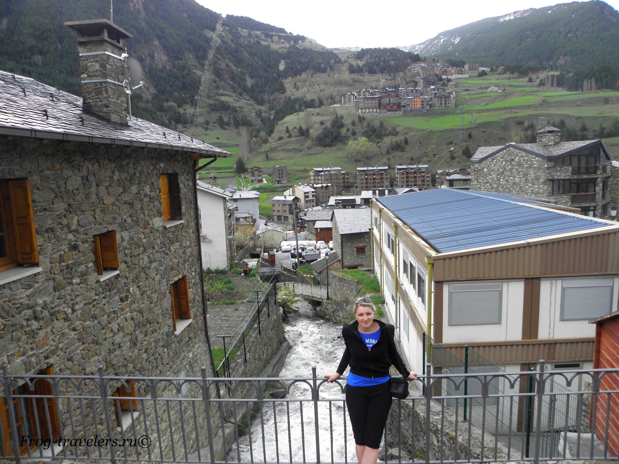 Андорра. Канильо. Достопримечательности. Горный поток Монтаул. Вид на Пиренейские горы