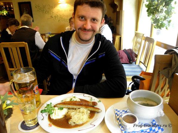 Германия. Франкфурт-на-Майне. Немецкие сосиски, колбаски и пиво