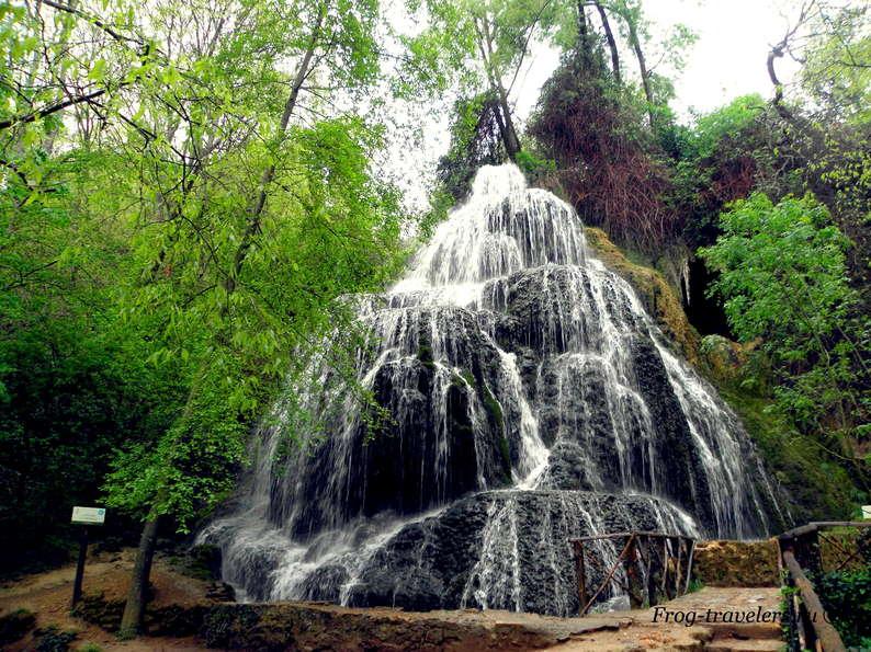 Водопад-каскад у Монастыря де Пьедра