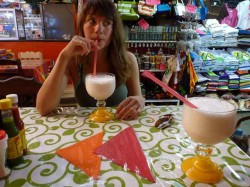 Здесь Мила в Мексике, пьет ликваду. Надо тоже попробовать :)