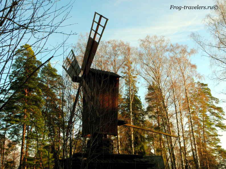 Ветряная мельница в музее под открытым небом в Хельсинки