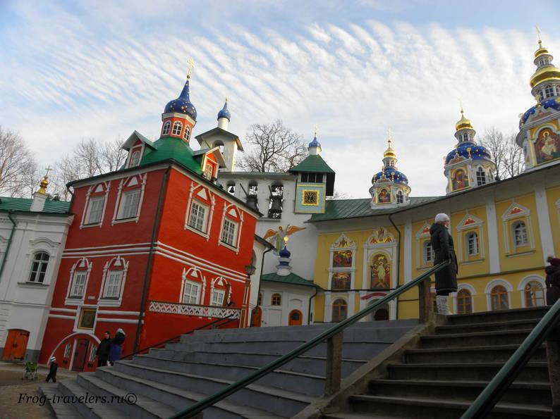 Свято-Успенский Псково-Печерский мужской монастырь в Печорах