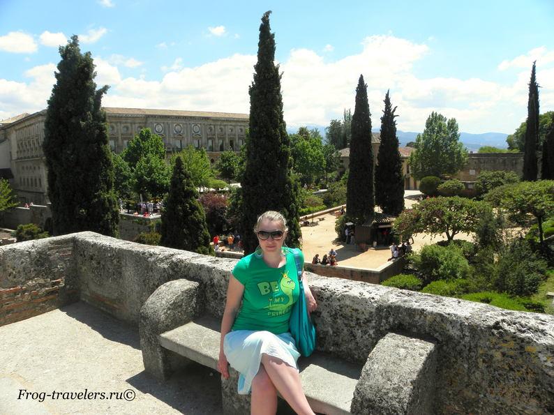 Марина Саморосенко в парке у крепости и дворцов Альгамбра фото
