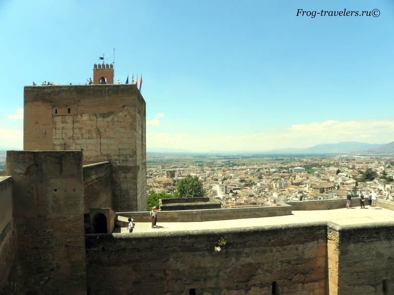 Дворец Альгамбра в Гранаде Испания фото