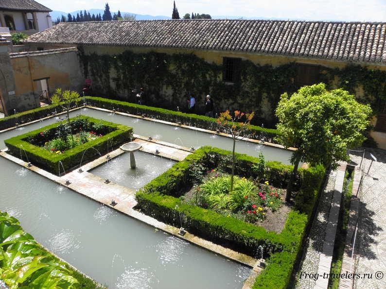 Сады Альгамбры Гранада Испания фото