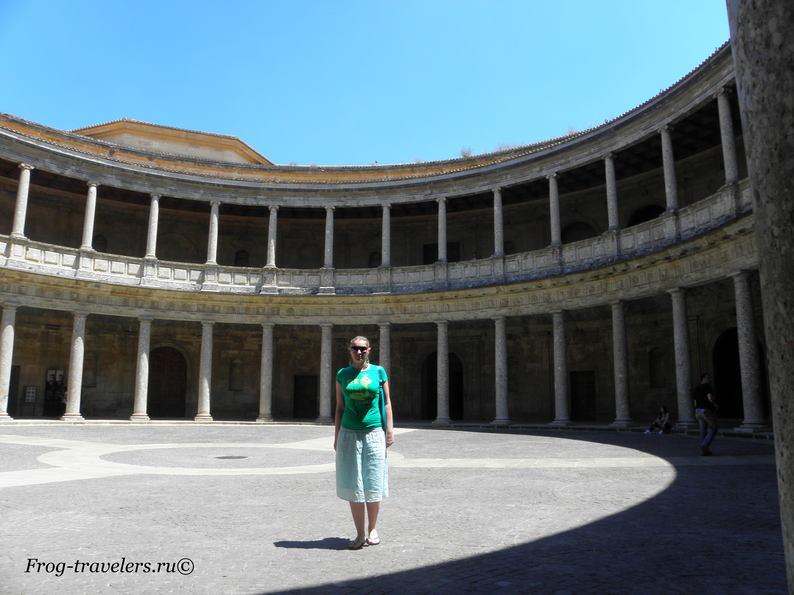 Замок Альгамбра в Гранаде: дворец Карда V фото