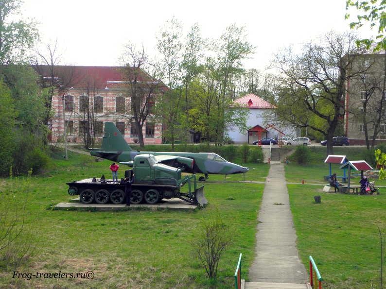 Парк военной техники в городе Острове