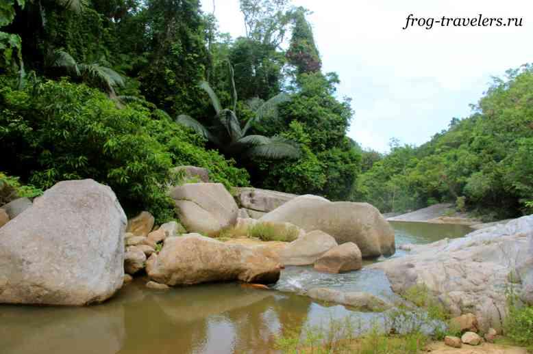 Камни на реке