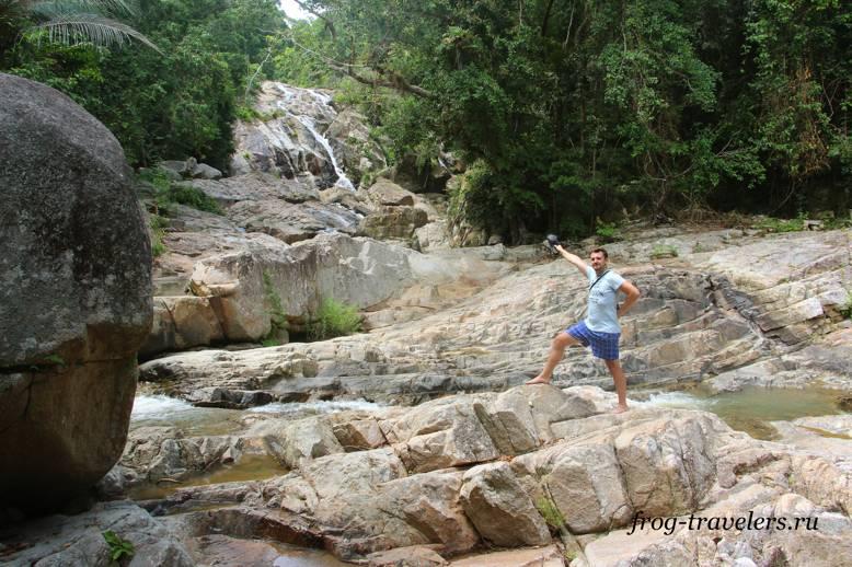 Костя Саморосенко на водопаде Хин Лад