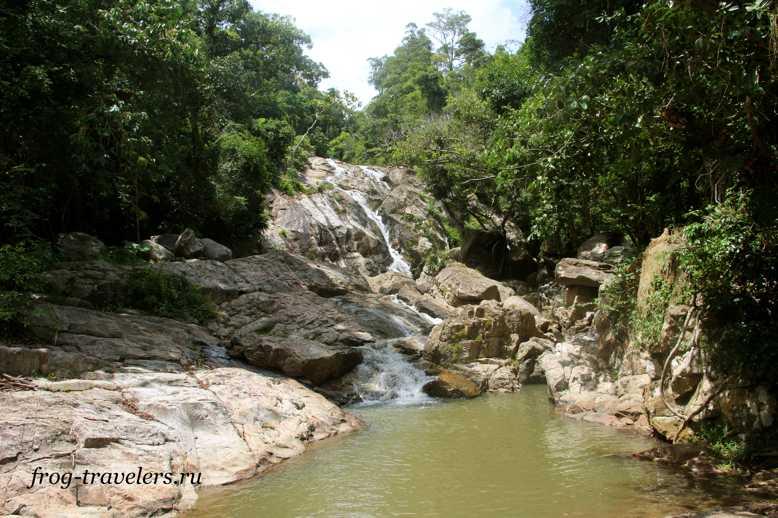 Второй уровень водопада Хин Лад