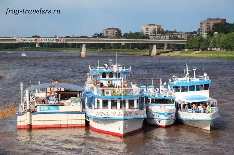 Кораблики на реке Волхов