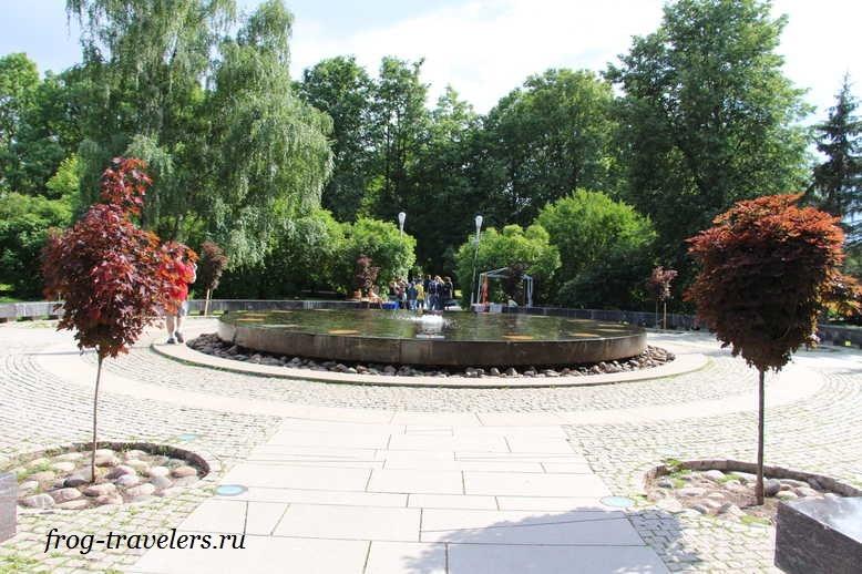 Ганзейский фонтан, имитирующий стол переговоров