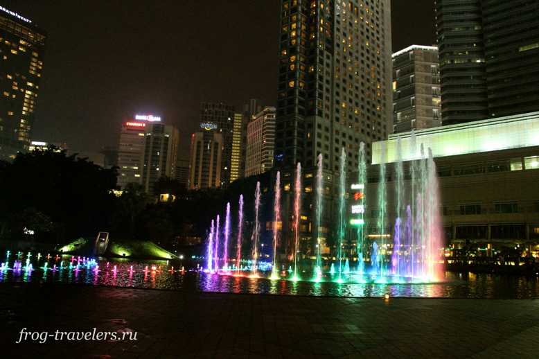 Шоу поющих фонтанов в Куала-Лумпур